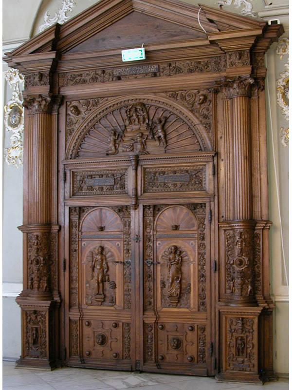 резные деревянные двери фото съемочная
